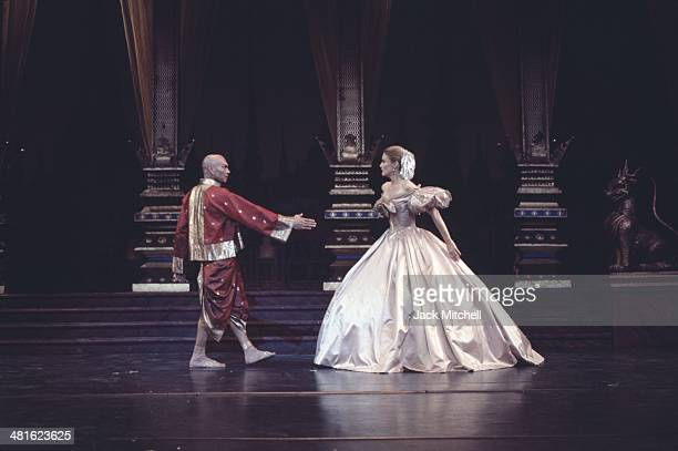 Yul Brenner performing on stage with the Broadway cast of 'The King and I' in 1977
