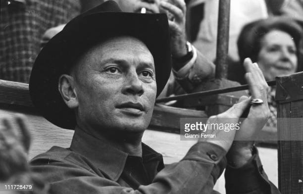 Yul Brynner attend a bullfight in the bullring of Alicante Alicante Spain