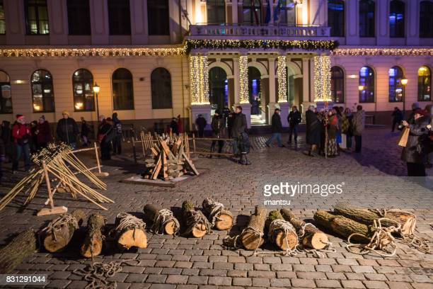 yule log night festivities in riga old town - yule log stock pictures, royalty-free photos & images