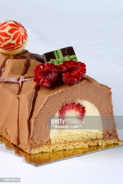 a yule log with raspberries for christmas - yule log stock photos and pictures