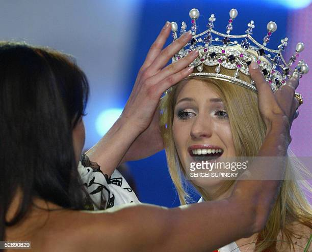 Yulia Pinchuk a student from Novovolynsk has the crown placed on her head after winning the Miss Ukraine 2005 Beauty Contest in Kiev 24 April 2005 26...