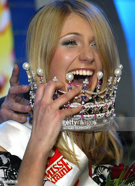 Yulia Pinchuk a student from Novovolynsk holds the crown after winning the Miss Ukraine 2005 Beauty Contest in Kiev 24 April 2005 26 girls from all...