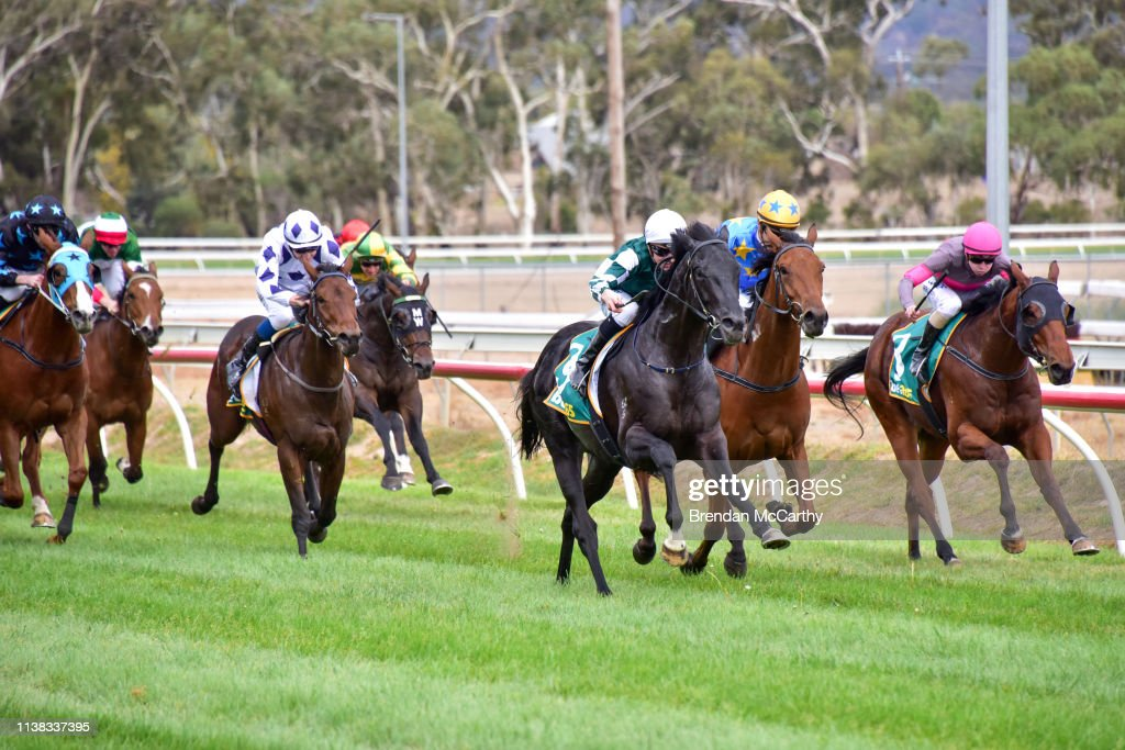 AUS: Stawell Racing Club Race Meeting