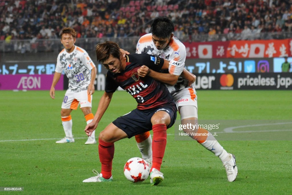 Yuma Suzuki of Kashima Antlers controls the ball under pressure of Hiroshi Futami of Shimizu S-Pulse during the J.League J1 match between Kashima Antlers and Shimizu S-Pulse at Kashima Soccer Stadium on August 19, 2017 in Kashima, Ibaraki, Japan.