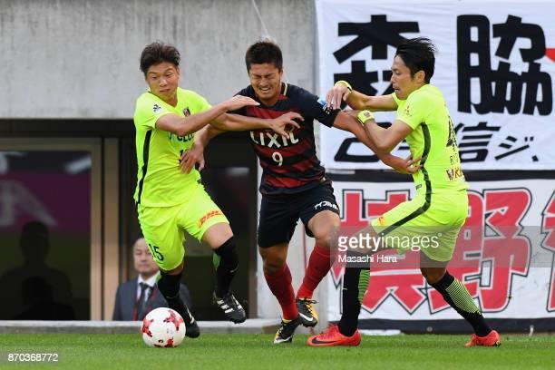 Yuma Suzuki of Kashima Antlers controls the ball under pressure of Kazuki Nagasawa and Ryota Moriwaki of Urawa Red Diamonds during the JLeague J1...