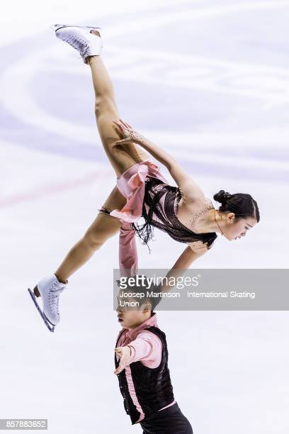 Yumeng Gao and Zhong Xie of China compete in the Pairs Short Program during day one of the ISU Junior Grand Prix of Figure Skating at Olivia Ice Rink...