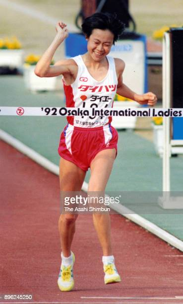 Yumi Kokamo of Japan crosses the finish tape to win the 11th Osaka International Women's Marathon at Nagai Stadium on January 26 1992 in Osaka Japan