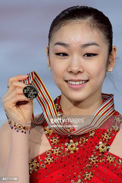 YuNa Kim of Korea poses for photographers with her medal after the Ladies Free Skate during the ISU Four Continents Figure Skating Championships at...