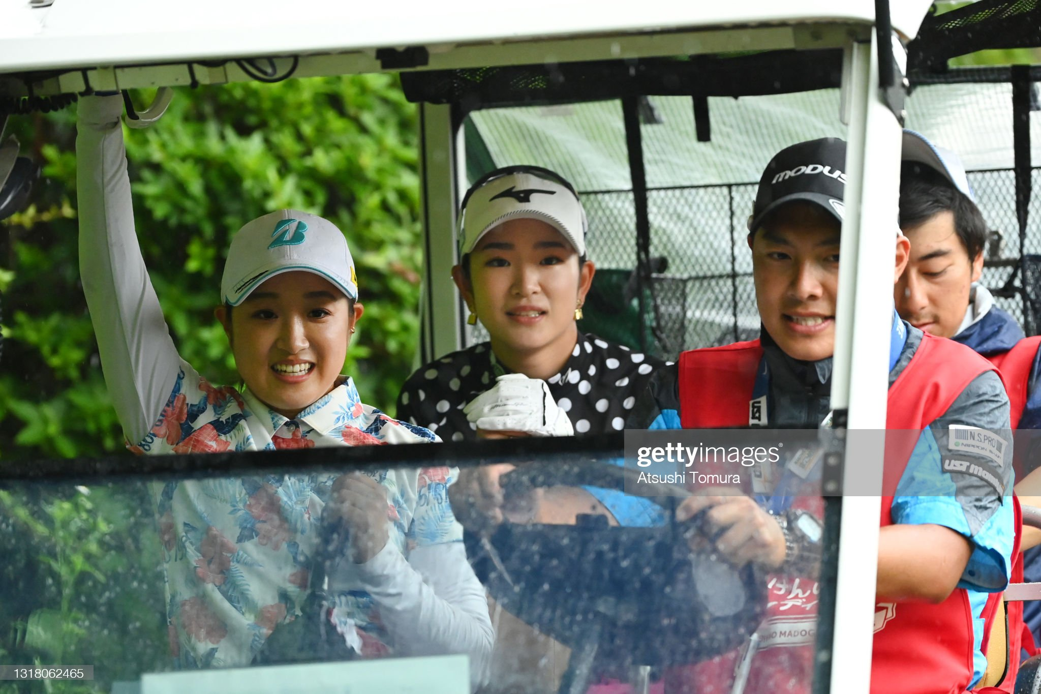 https://media.gettyimages.com/photos/yuna-takagi-and-erika-hara-of-japan-are-seen-on-a-cart-taken-to-the-picture-id1318062465?s=2048x2048