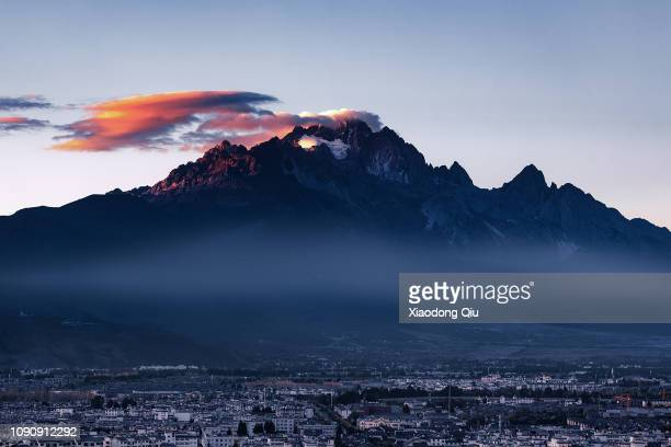 yunnan meri snow mountain at dusk - snowfield stock pictures, royalty-free photos & images
