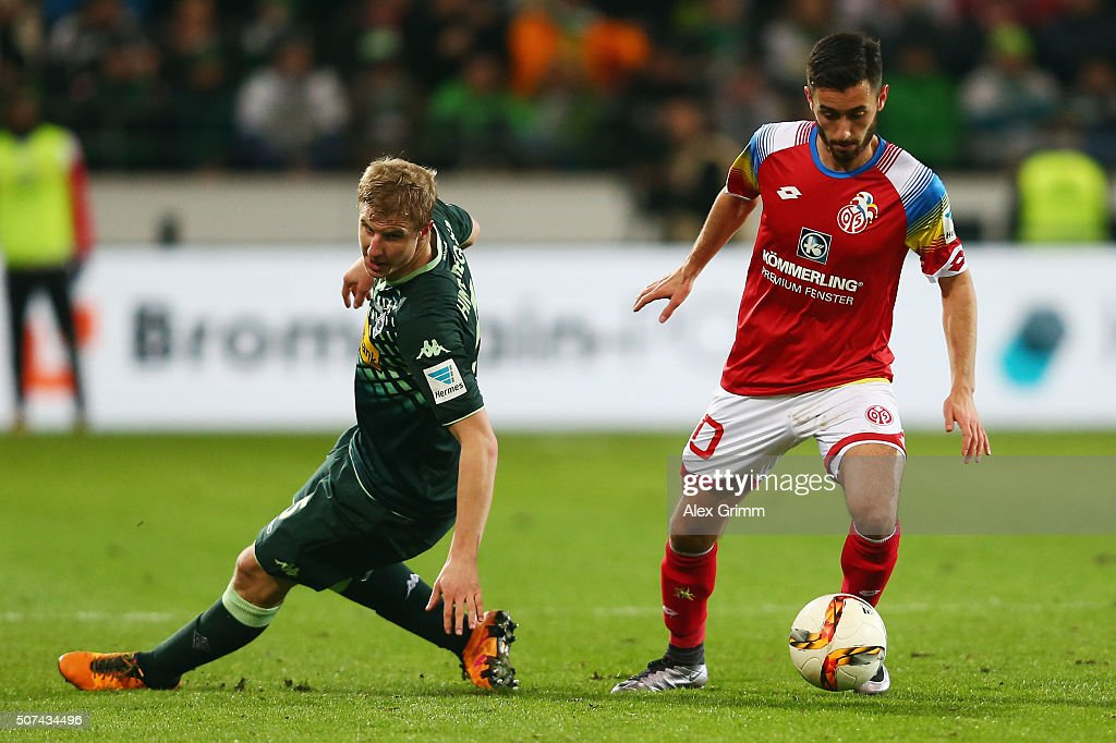 Yunus Malli (R) of Mainz eludes Martin Hinteregger of Moenchengladbach during the Bundesliga match between 1. FSV Mainz 05 and Borussia Moenchengladbach at Coface Arena on January 29, 2016 in Mainz, Germany.
