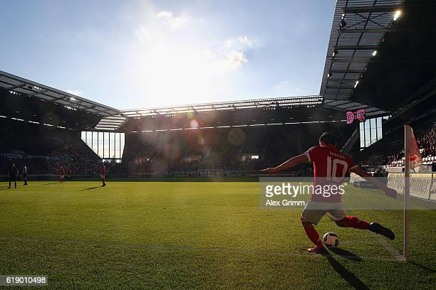 Yunus Malli of Mainz shoots a corner kick during the Bundesliga match between 1 FSV Mainz 05 and FC Ingolstadt 04 at Opel Arena on October 29 2016 in...