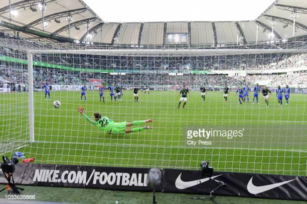 Yunus Malli of VfL Wolfsburg scores the 11 during the game between VfL Wolfsburg and Hertha BSC at the VolkswagenArena on september 15 2018 in Berlin...