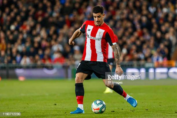 Yuri Berchiche of Athletic Club Bilbao controls the ball during the Liga match between Real Madrid CF and Athletic Club Bilbao at Estadio Santiago...