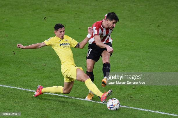 Yuri Berchiche of Athletic Club shoots whilst under pressure from Yeremi Pino of Villarreal CF during the La Liga Santander match between Athletic...