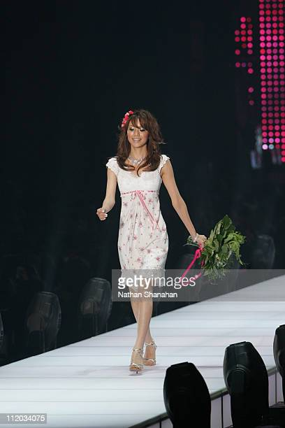 Yuri Ebihara wearing Apuweiserriche during Tokyo Girls Collection by girlswalkercom 2006 Spring/Summer