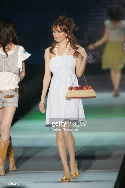 Yuri Ebihara wearing rich during the Tokyo Girls Collection by girlswalkercom 2006 Spring/Summer