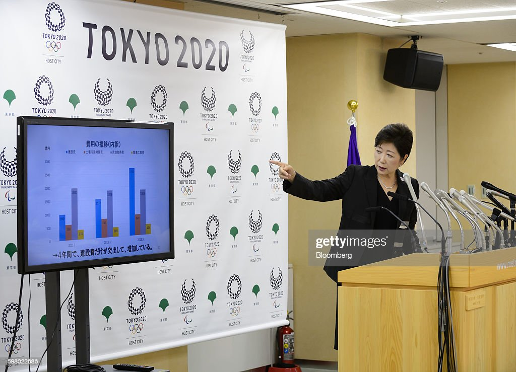 Yuriko Koike, governor of Tokyo, points at a screen at a news conference in Tokyo, Japan, on Wednesday, Aug. 31, 2016. Koike told reporters that the move of the iconic Tsukiji fish market to a new site in Toyosu will be postponed. Photographer: Akio Kon/Bloomberg via Getty Images