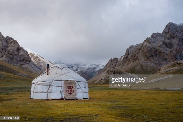 a yurt at chatyr kul - yurt stock pictures, royalty-free photos & images