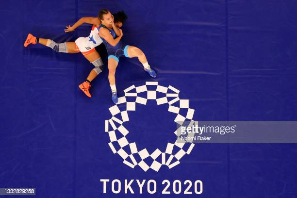 Yusneylis Guzman Lopez of Team Cuba competes against Oksana Livach of Team Ukraine during the Women's Freestyle 50kg Repechage on day fifteen of the...