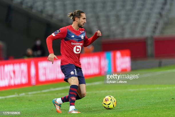 Yusuf Yazici of Lille OSC runs with the ball during the Ligue 1 match between Lille OSC and RC Lens at Stade Pierre Mauroy on October 18, 2020 in...