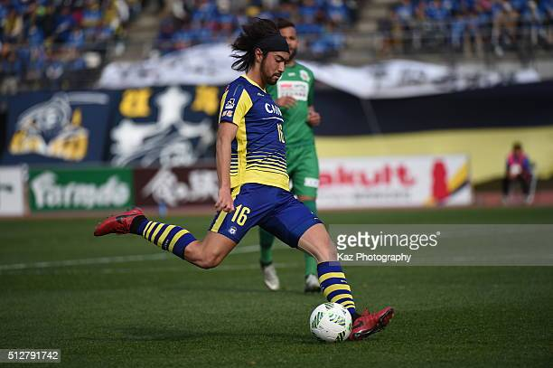 Yusuke Kawaguchi of Gunma passes the ball during the JLeague second division match between Thespakusatsu Gunma and FC Gifu at the Shoda Shoyu Stadium...