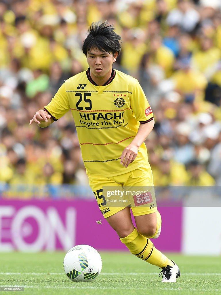 Yusuke Kobayashi of Kashiwa Reysol in action during the J.League match between Kashiwa Reysol and Kawasaki Frontale on May 08, 2016 in Kashiwa, Chiba,Japan.