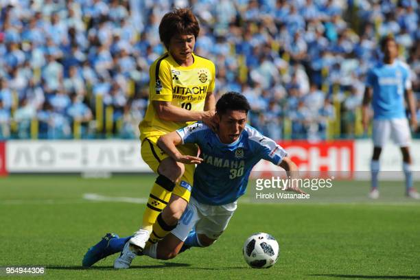 Yusuke Segawa of Kashiwa Reysol and Rikiya Uehara of Jubilo Iwata compete for the ball during the JLeague J1 match between Kashiwa Reysol and Jubilo...