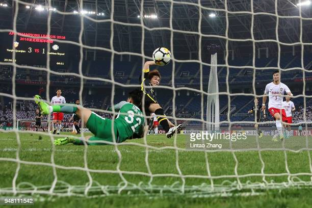 Yusuke Segawa of Kashiwa Reysol scores his goal during the AFC Champions League Group E match between Tianjin Quanjian and Kashiwa Reysol at Tinjin...