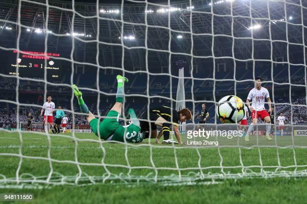 Yusuke Segawa of Kashiwa Reysol scores his goal during the AFC Champions League Group E match between Tianjin Quanjian and Kashiwa Reysol at Tinjin...