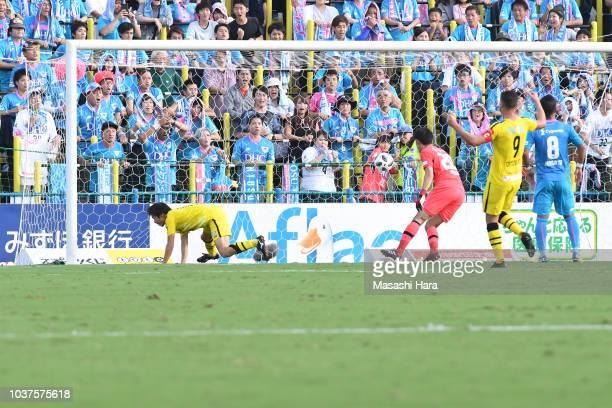 Yusuke Segawa of Kshiwa Reysol scores the first goal during the JLeague J1 match between Kashiwa Reysol and Sagan Tosu at Sankyo Frontier Kashiwa...