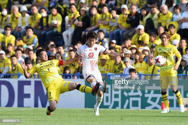 Yusuke Segawa of Omiya Ardija and Hidekazu Otani of Kashiwa Reysol compete for the ball during the JLeague J1 match between Kashiwa Reysol and Omiya...
