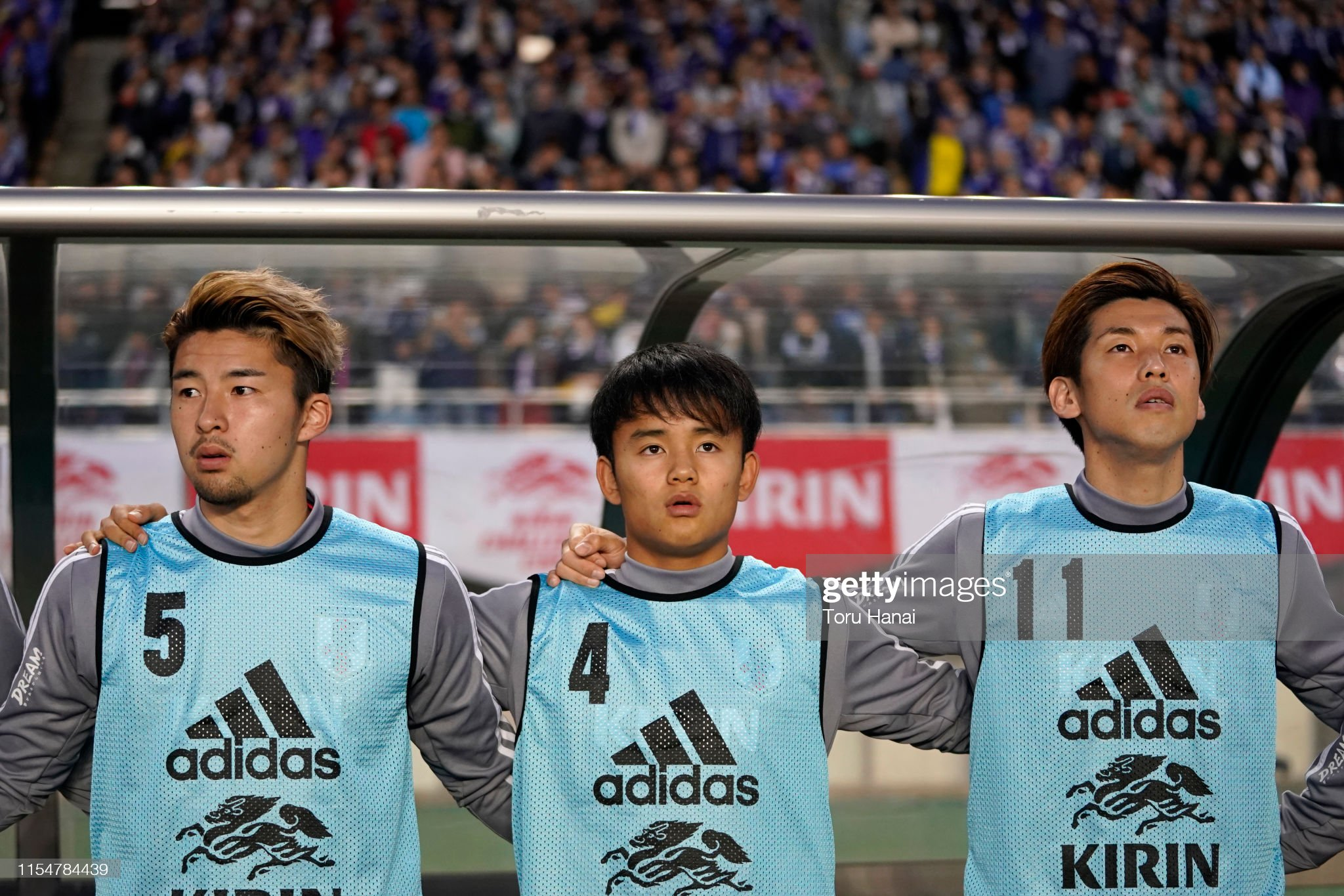 ¿Cuánto mide Takefusa Kubo? - Estatura real 1,70 - Altura - Real height Yuta-nakayama-takefusa-kubo-and-yuya-osako-of-japan-stand-for-the-picture-id1154784439?s=2048x2048
