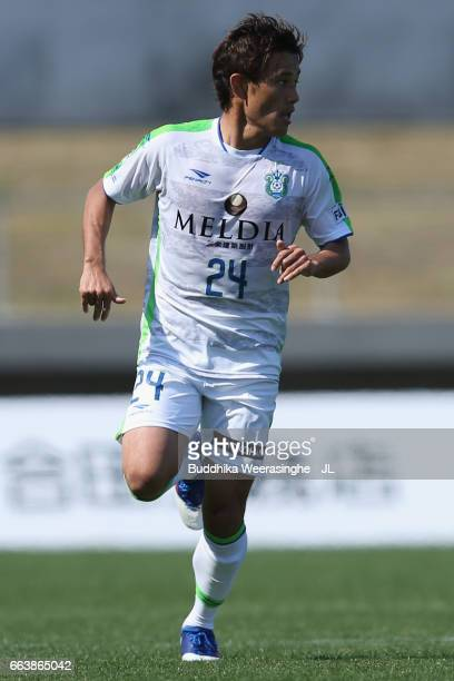 Yuta Narawa of Shonan Bellmare in action during the JLeague J2 match between Kamatamare Sanuki and Shonan Bellmare at Pikara Stadium on April 2 2017...