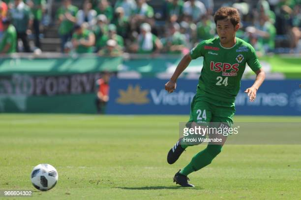 Yuta Narawa of Tokyo Verdy in action during the JLeague J2 match between Yokohama FC and Tokyo Verdy at Nippatsu Mitsuzawa Stadium on June 3 2018 in...
