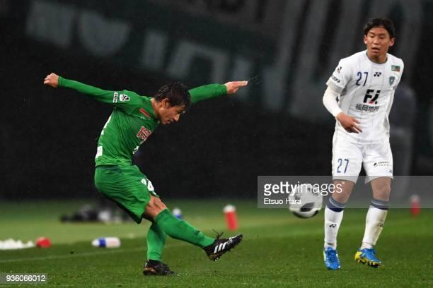 Yuta Narawa of Tokyo Verdy in action during the JLeague J2 match between Tokyo Verdy and Avispa Fukuoka at Ajinomoto Stadium on March 21 2018 in...