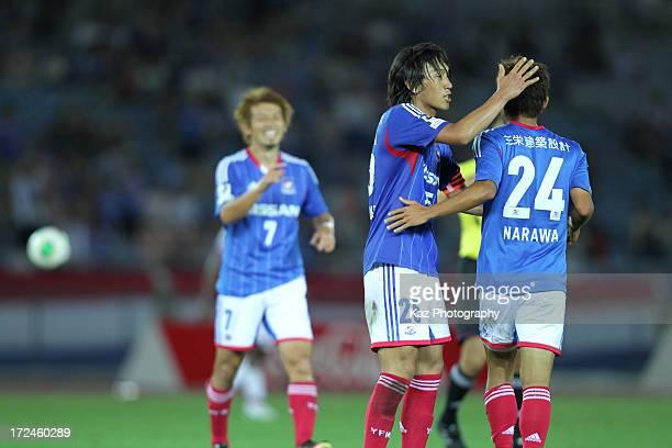 Yuta Narawa of Yokohama FMarinos celebrates scoring his team's third goal with his team mate Shunsuke Nakamura during the JLeague Yamazaki Nabisco...