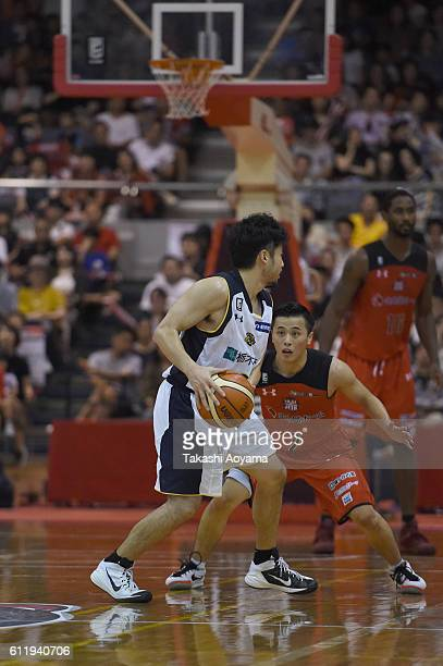 Yuta Tabuse of the Tochigi Brex and Yuki Togashi of the Chiba Jets compete for the ball during the B League match between Chiba Jets and Tochigi Brex...