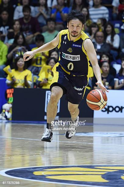 Yuta Tabuse of the Tochigi Brex dribbles the ball during the B League match between Tochigi Brex and Alvark Tokyo at the Utsunomiya Gymnasium on...