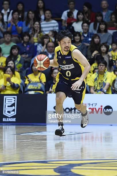Yuta Tabuse of the Tochigi Brex dribbles the ball during the B League match between Tochigi Brex and Alvark Tokyo at the Utsunomiya Gymnasium on...