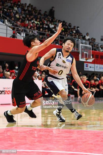 Yuta Tabuse of the Tochigi Brex handles the ball under pressure from Seiya Ando of the Alvark Tokyo during the BLeague B1 game between Alvark Tokyo...