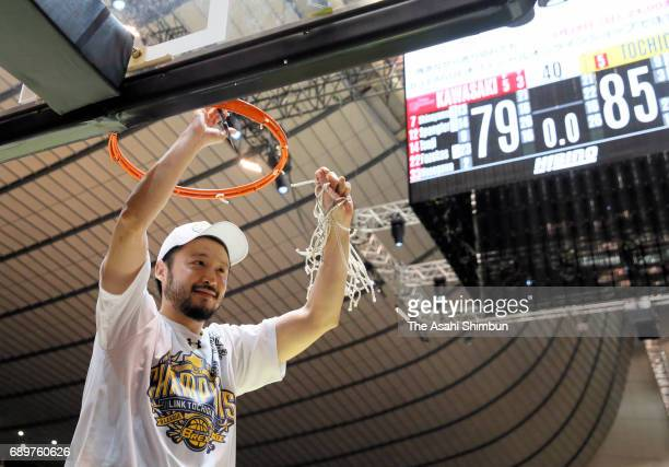 Yuta Tabuse of Tochigi Brex celebrates after winning the B League Championship final match between Kawasaki Brave Thunders and Tochigi Brex at Yoyogi...
