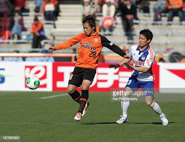 Yutaka Yoshida of Shimizu SPulse and Atomu Tanaka of Albirex Niigata compete for the ball during the JLeague match between Shimizu SPulse and Albirex...