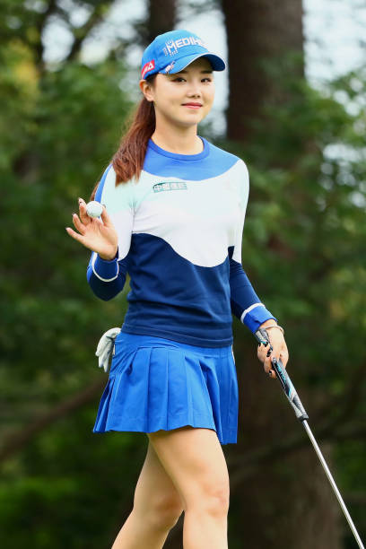 https://media.gettyimages.com/photos/yuting-seki-of-china-acknowledges-fans-after-the-birdie-on-the-1st-picture-id1157672374?k=6&m=1157672374&s=612x612&w=0&h=IiItlVAEJg5zUDvN9a3UGdOAneTo5b-7rwWDuE2N05w=