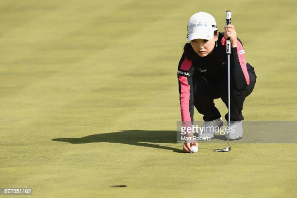Yuting Seki of China prepares to putt during the first round of the Itoen Ladies Golf Tournament 2017 at the Great Island Club on November 10 2017 in...