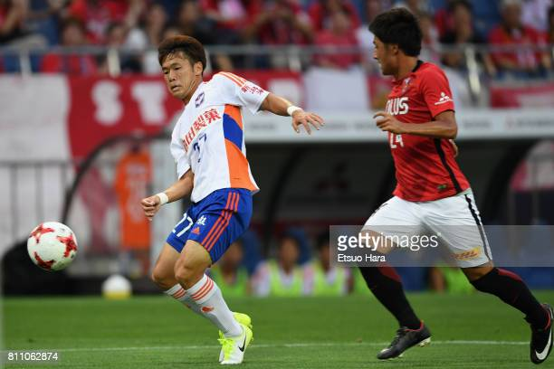 Yuto Horigome of Albirex Niigata and Takahiro Sekine of Urawa Red Diamonds compete for the ball during the JLeague J1 match between Urawa Red...