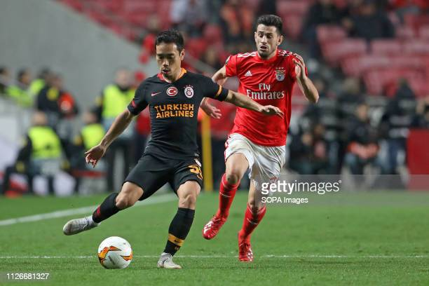 Yuto Nagatomo of Galatasaray AS vies for the ball with Pizzi of SL Benfica during the Europa League 2018/2019 footballl match between SL Benfica vs...