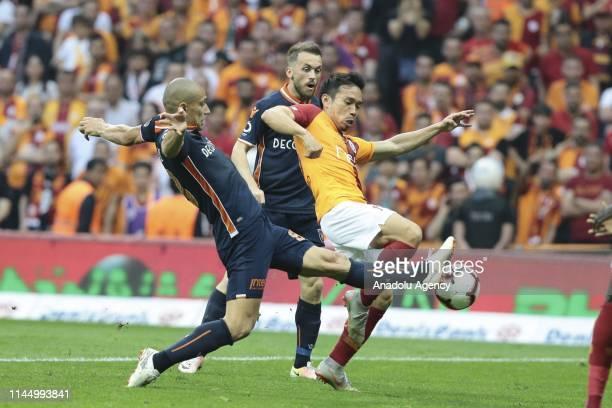 Yuto Nagatomo of Galatasaray in action against Edin Visca of Medipol Basaksehir during Turkish Super Lig match between Galatasaray and Medipol...
