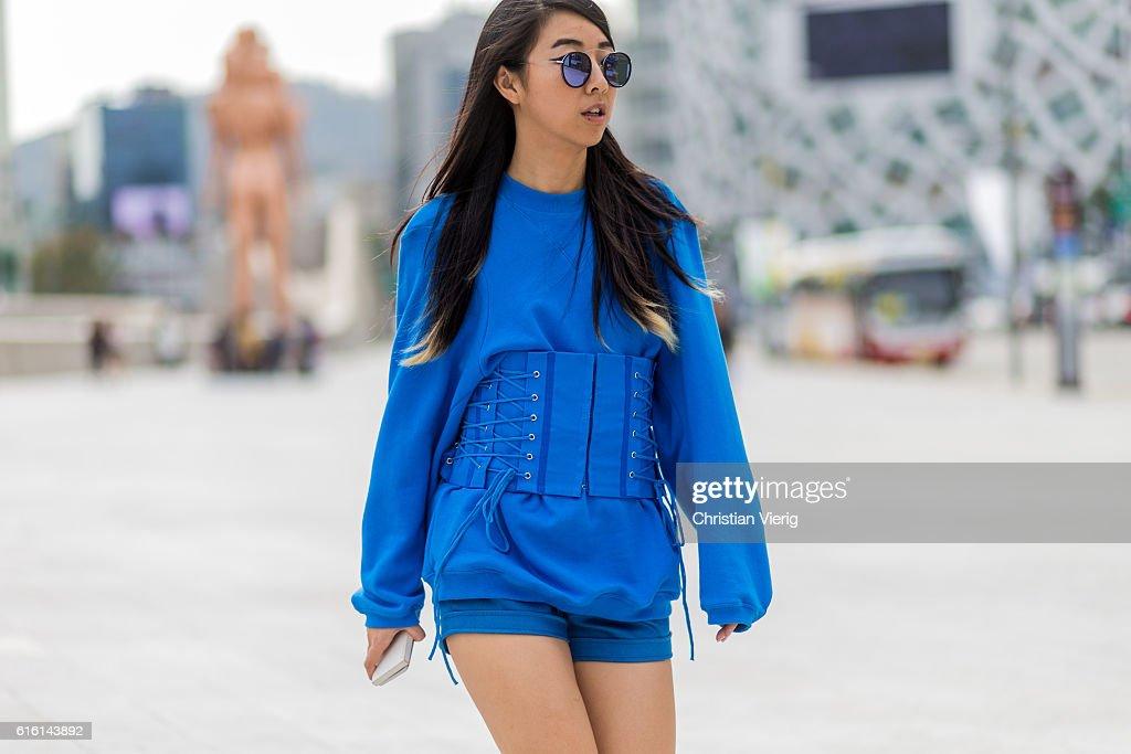 Street Style - HERA Seoul Fashion Week - Day 5 : News Photo