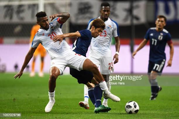 Yuya Osako of Japan and Anibal Godoy of Panama compete for the ball during the international friendly match between Japan and Panama at Denka Big...